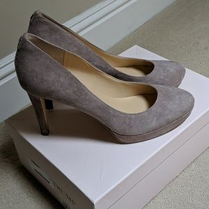 Beautiful Taupe/Nude Suede pumps